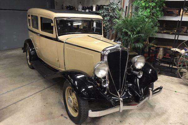 1933 Rockne Sedan
